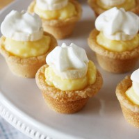 mini banana cream cookie pies