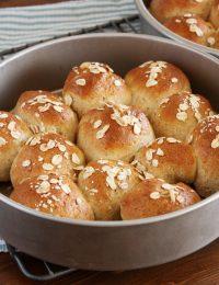 Oatmeal Pan Rolls