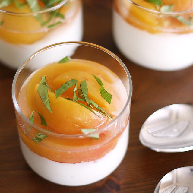 Prosecco-Poached Peaches