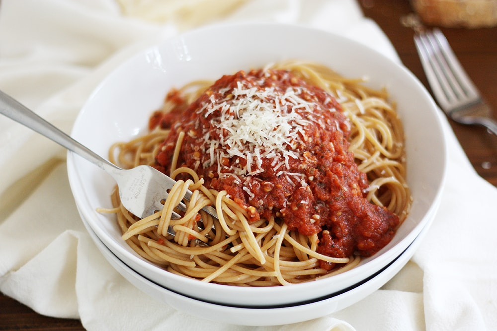 bowl of spaghetti with sauce