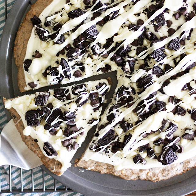 Cookies and Creme Dessert Pizza