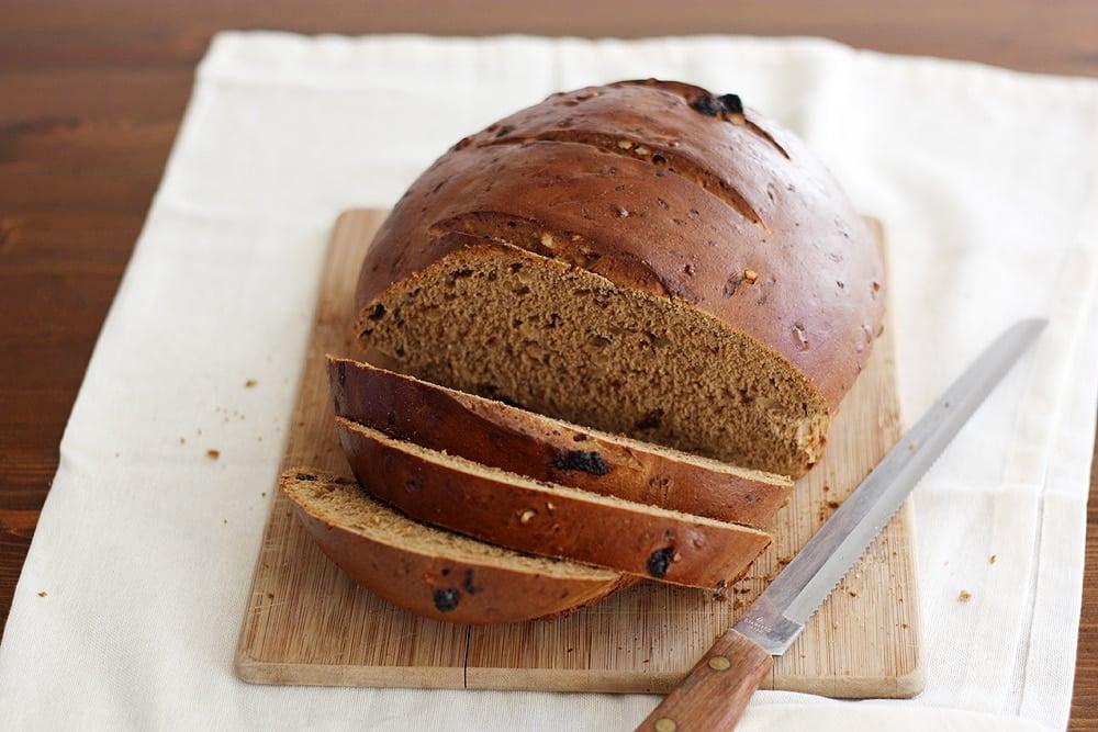 sliced raisin walnut pumpernickel bread