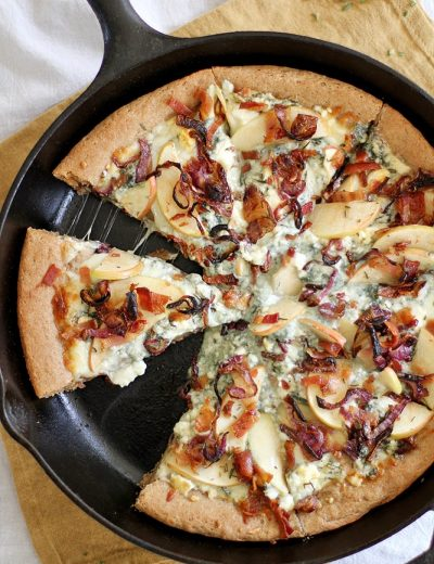 bacon blue cheese pan pizza in skillet