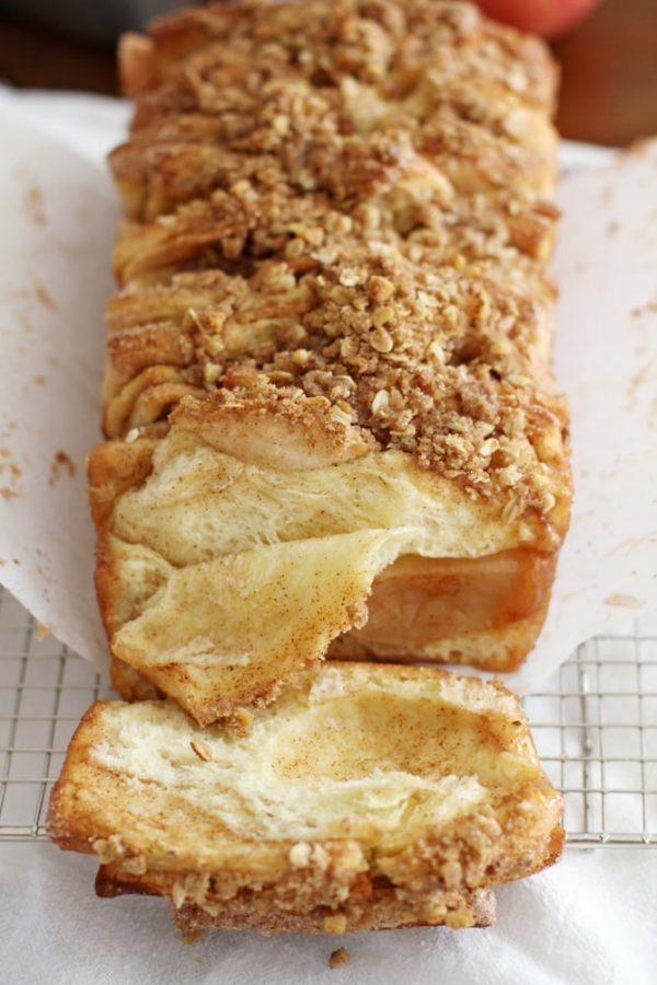 apple cinnamon streusel pull apart bread
