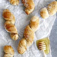 honey wheat pretzel twists