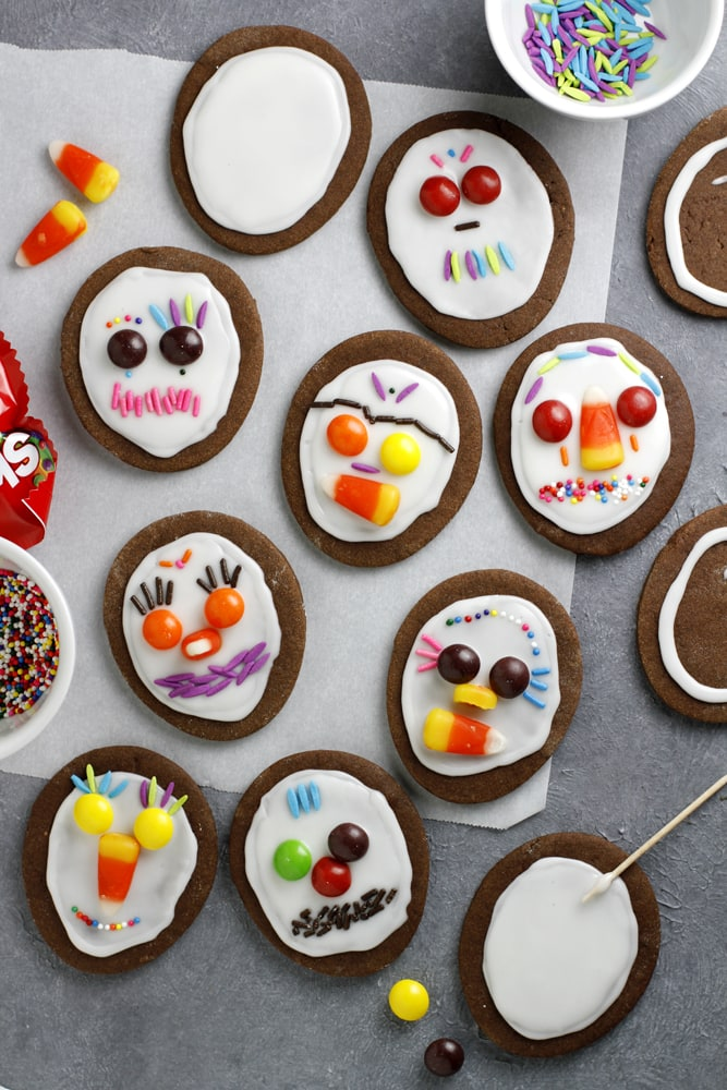decorating day of the dead cookies