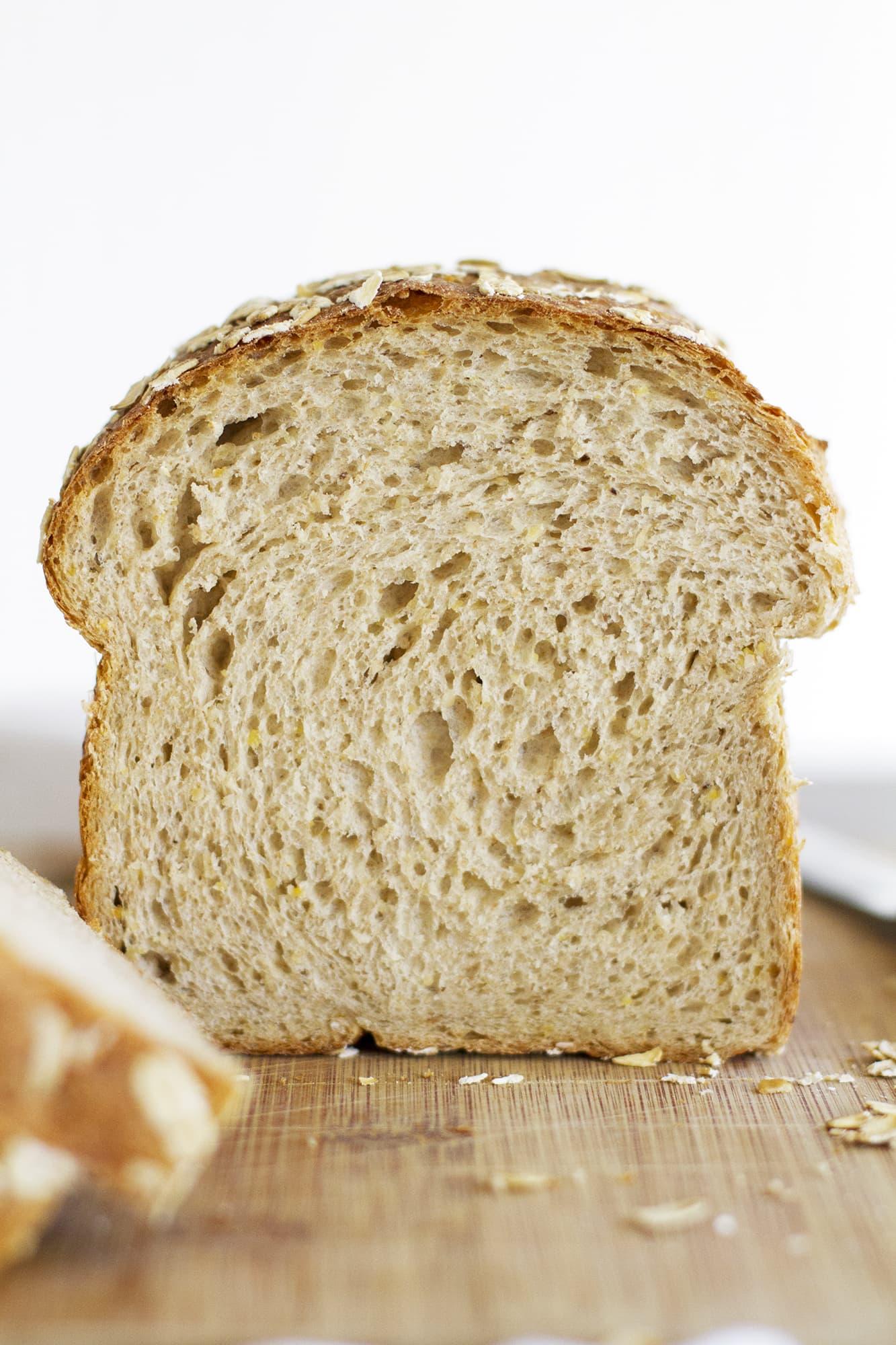 sliced multigrain sandwich bread
