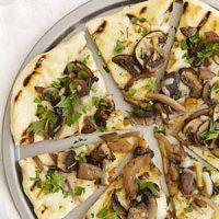 sliced grilled mushroom pizza