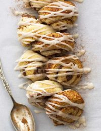 chai spiced cinnamon roll pull apart bread