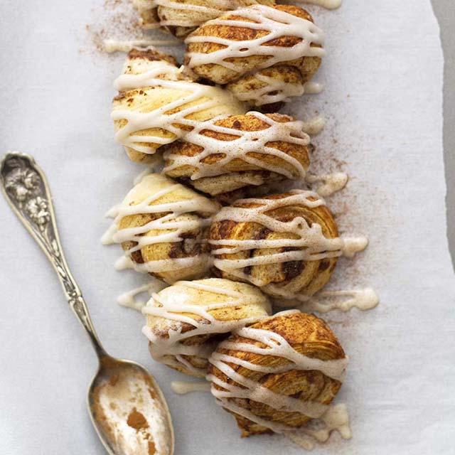chai spiced cinnamon roll pull apart bread
