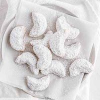 chai-spiced crescent cookies on a plate