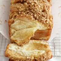 apple cinnamon streusel pull-apart bread {giveaway}